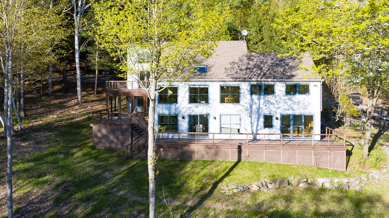 Private Home Overlooking Stevens Lake, holiday rental in Otis
