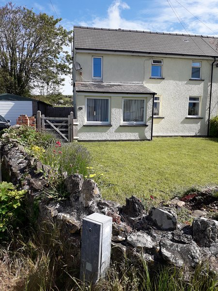 Anchor Cottage, Angle Village, holiday rental in Herbrandston