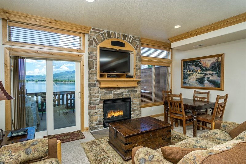 Lakeview, Satellite TV, Gas Fireplace