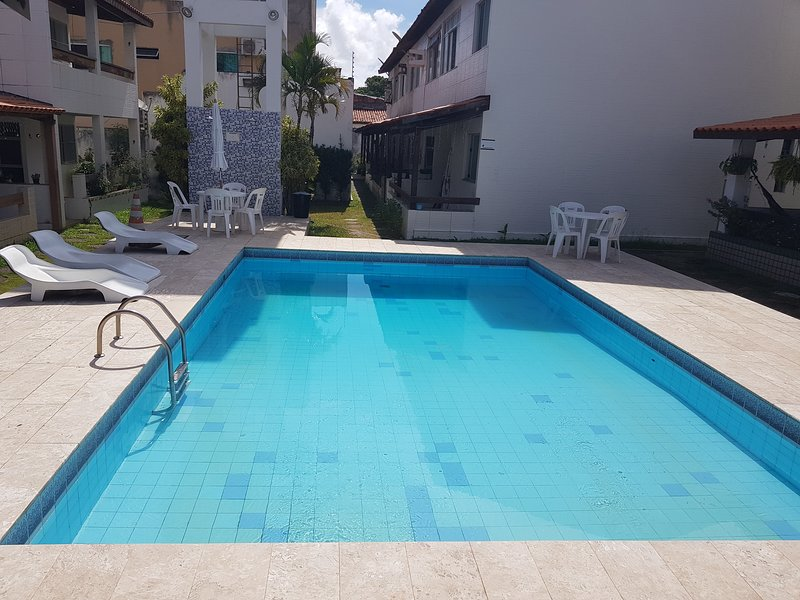 Casa 4/4(Amplos), Cond.Fechado com piscina, 150m², aluguéis de temporada em Itapuã