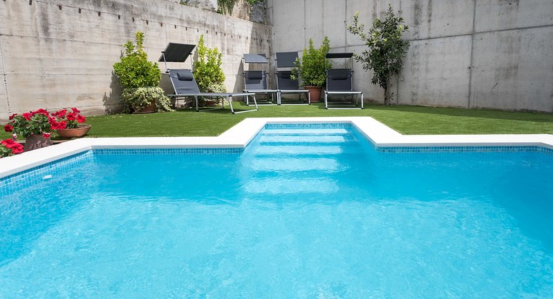 AZALEA - PRIVATE POOL - 20 minutes from Barcelona, holiday rental in Llica d'Amunt