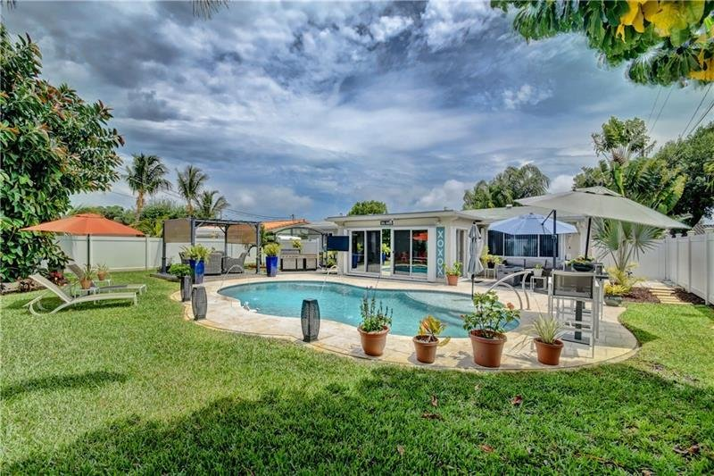 PRIVATE HEATED SALT WATER POOL 3 BEDROOM BUNGALOW /MINUTES FROM BEACH, alquiler vacacional en Boca Ratón