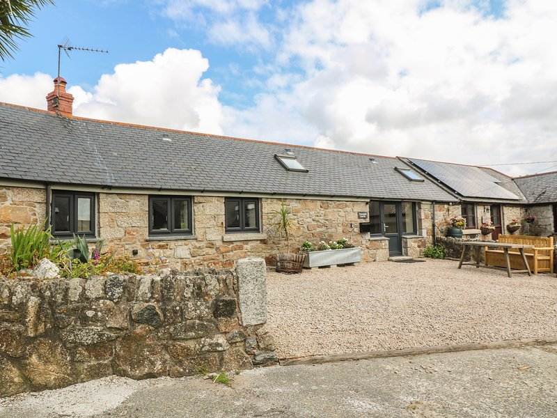 Trezelah Garth, Enclosed garden, Woodburner, En-suites, Gulval, holiday rental in New Mill