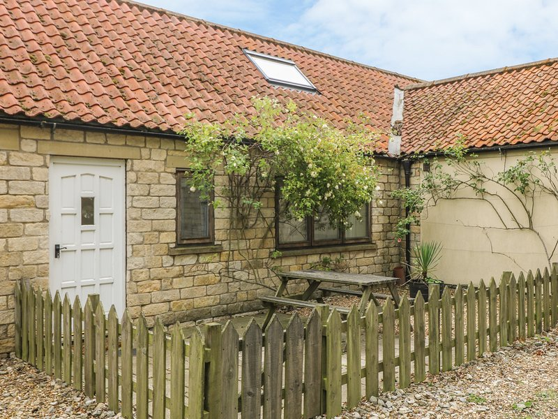THE SPINNEY, good touring base, pet-friendly cottage near Weburn, Ref. 915675, location de vacances à Coneysthorpe