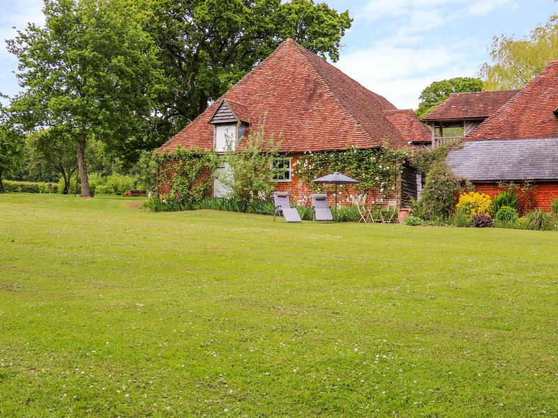 The Hobbit House, West Tytherley, holiday rental in Wellow