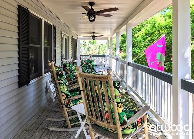 Just Trippin' - Tasteful Home Located Steps To the Ocean, holiday rental in Edisto Island