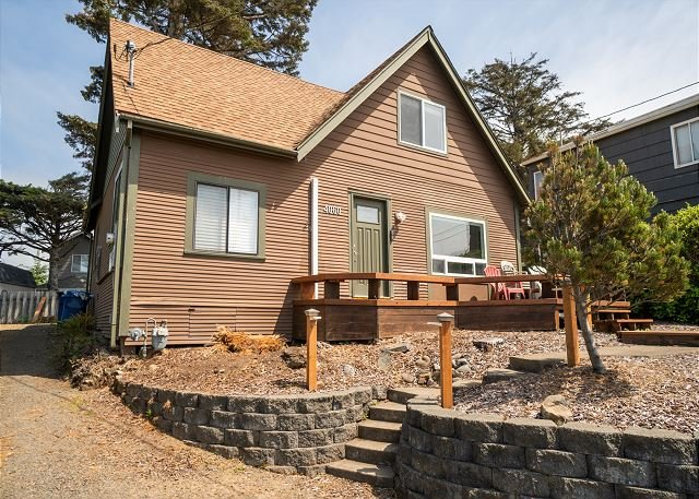 Experience the Beach in this Cozy 3 Bedroom Ocean View Cottage in Depoe Bay!, alquiler vacacional en Depoe Bay
