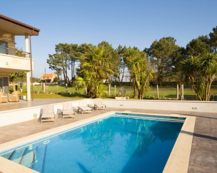 Villa - 4 Bedrooms with Pool, WiFi and Sea views - 106387, vacation rental in Sanxenxo