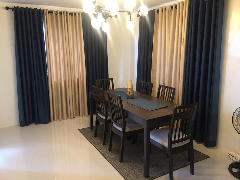 TOWNHOUSE FOR RENT, holiday rental in Bauan