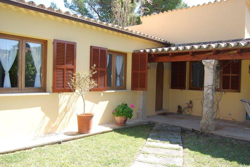 Beautiful 3 Bedroom Villa, near Pine Walk, Puerto Pollensa, aluguéis de temporada em Formentor