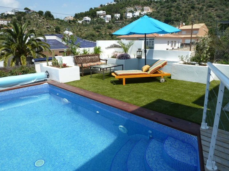 Amazing villa with swimming-pool, vacation rental in Roses