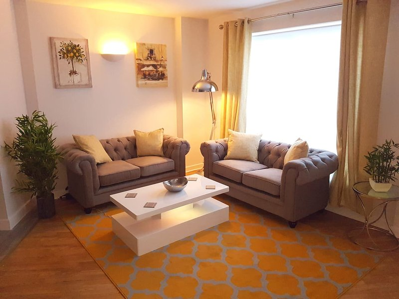 Spacious, Bright and Modern living., holiday rental in Weedon