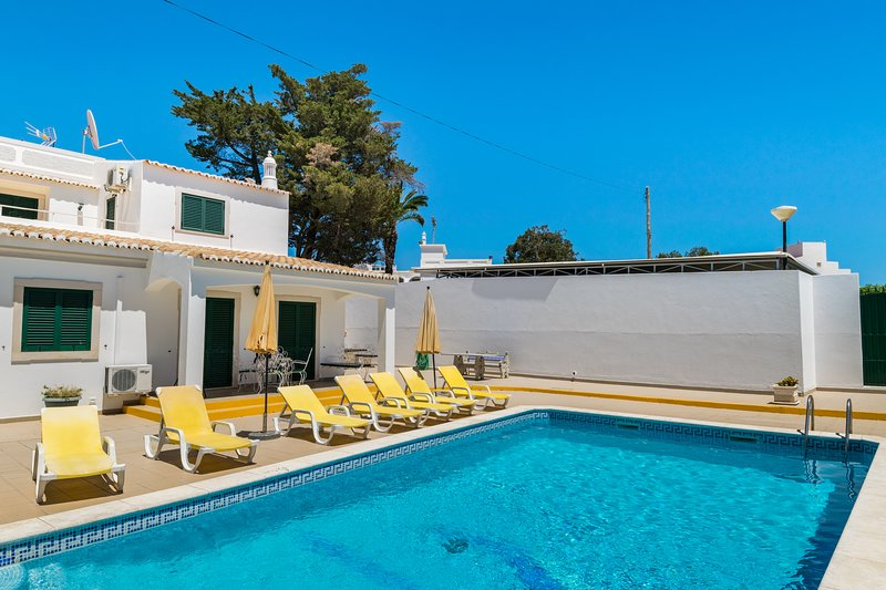 Lennon Villa, Albufeira, Algarve, vacation rental in Albufeira