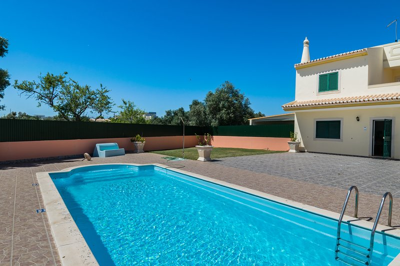 Cher Villa, Albufeira, Algarve, holiday rental in Ferreiras