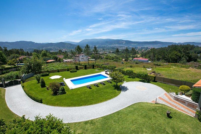 Verdeal Villa Sleeps 6 with Pool and WiFi - 5604592, location de vacances à A Ramallosa
