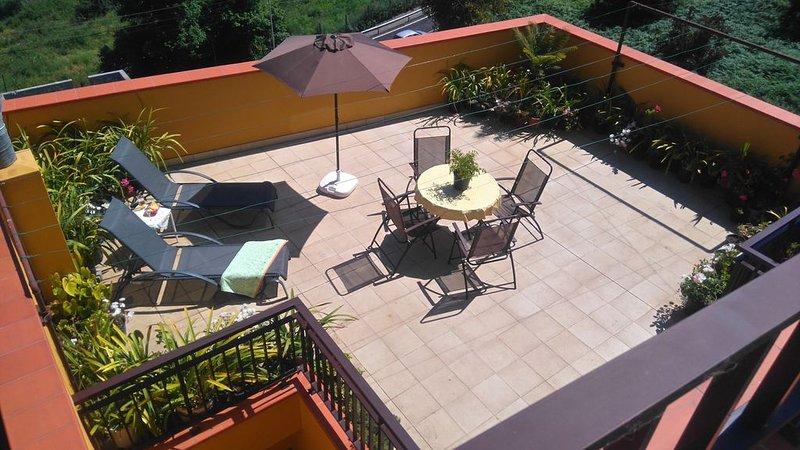 AMARILLA HOUSE, ÁTICO ACOGEDOR EN UN ESPACIO TRANQUILO Y RURAL, vacation rental in La Orotava