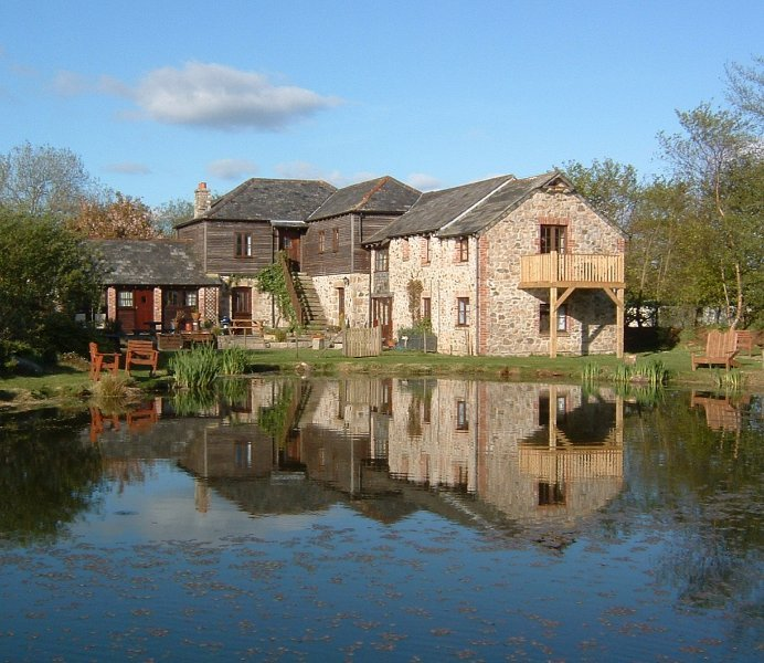 Trehill Lakefront Cottages slp 19+ with Fishing,  Hot Tubs, Pool, holiday rental in Callington
