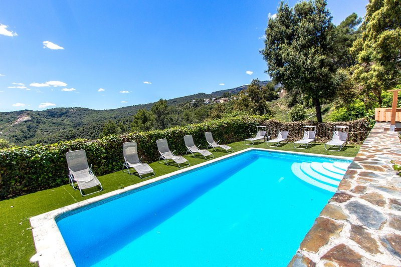 Catalunya Casas:  Villa in Sant Feliu with mountain views, 45 km from Barcelona!, vacation rental in Castellar del Valles