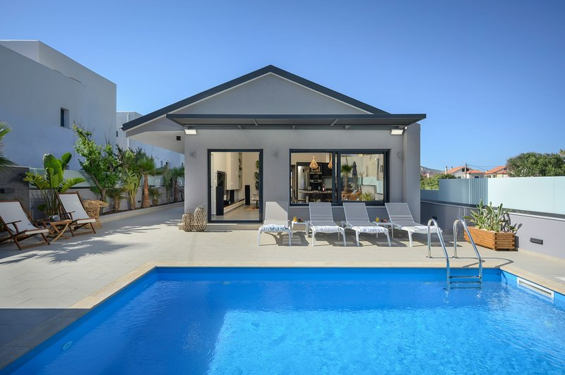 Sun Ray Beach Life Villa, 300m From Agia Marina Beach, location de vacances à Agia Marina