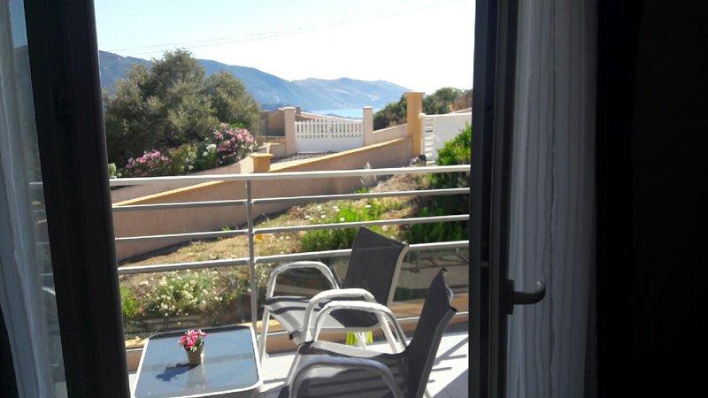 LA BOULE D'ARGENT - RESIDENCE SEJOINA GOLFE DE LA LISCIA A 5 MIN DE LA PLAGE, location de vacances à Calcatoggio