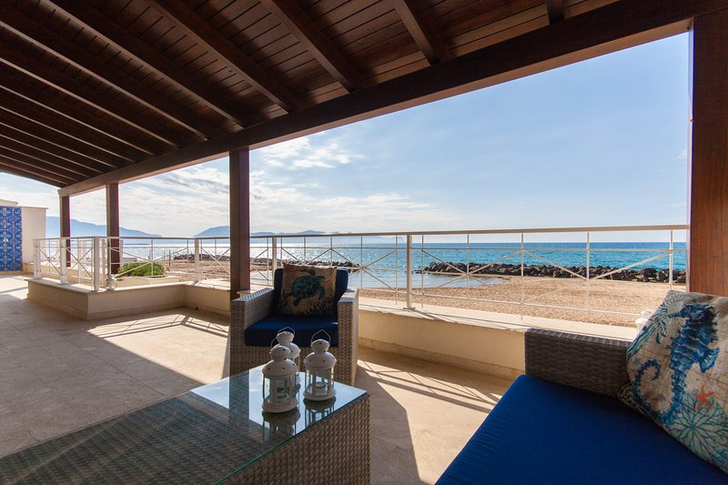 Amazing apartment with sea view, holiday rental in Trappeto
