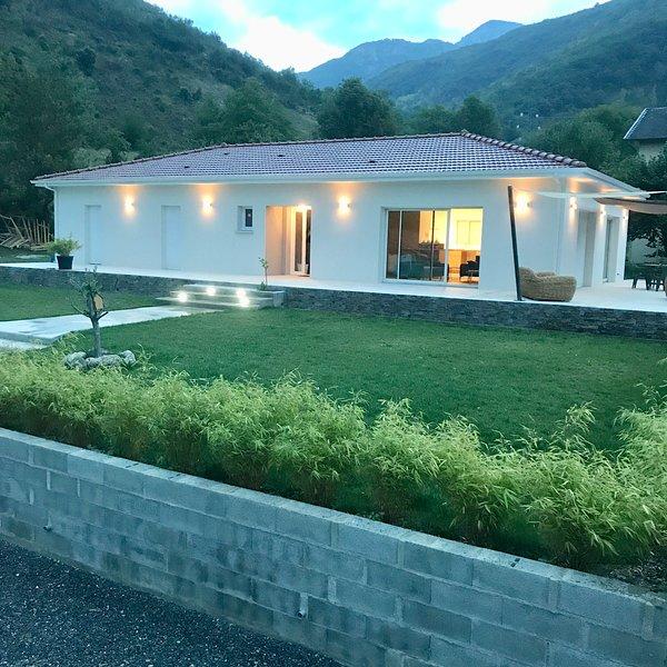 Villa au coeur des 3 Vallées!!!  8 pers petit déjeuner offert!, location de vacances à Ussat