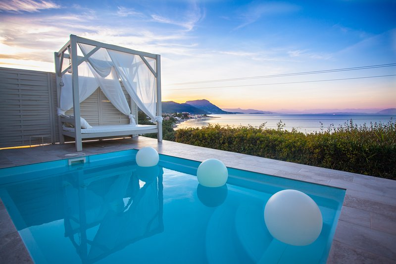 Design Villas, Private Pool with Jacuzzi Jets, Sea View, holiday rental in Messonghi