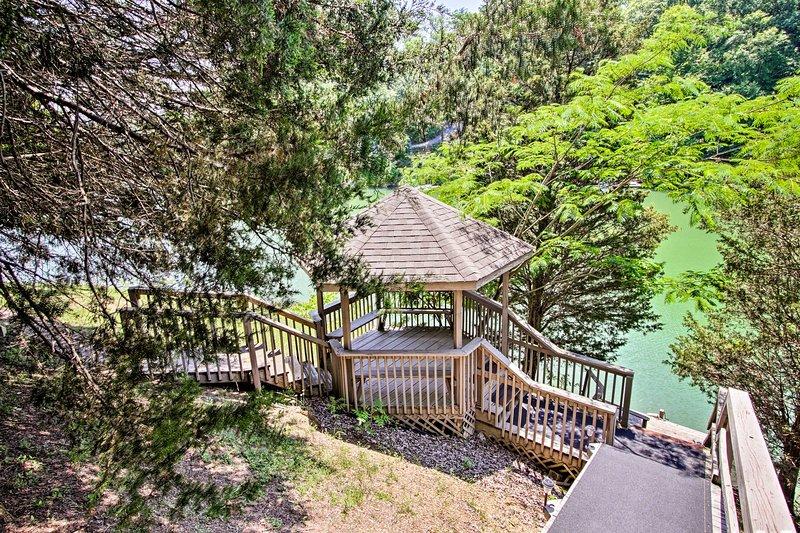Enjoy access to a private gazebo & hot tub right on Douglas Lake!
