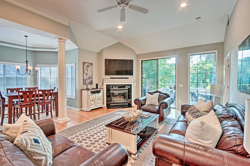 Dive into your vacation with confidence at this 3-bedroom, 2.5-bath home.