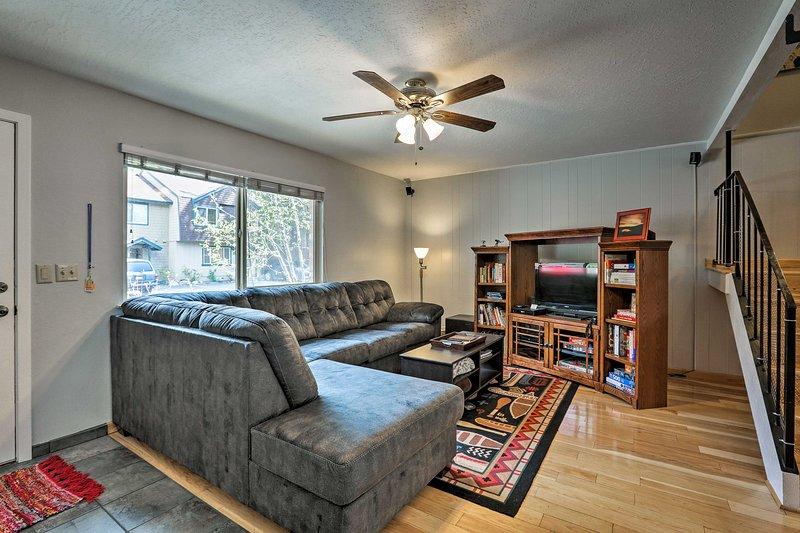 Hay espacio para 8 personas en la propiedad de 3 dormitorios y 2.5 baños.