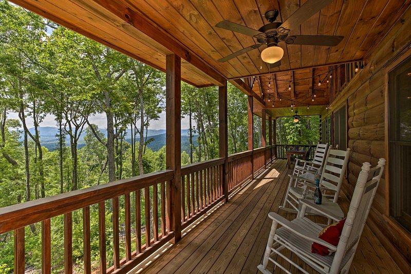 A Sunset Dream' - Upscale Blue Ridge Cabin!, vacation rental in Cherrylog