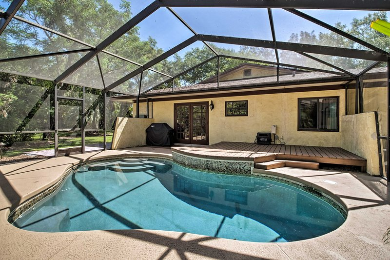 Relaxing Riverfront Oasis - 5Mi to Satellite Beach, holiday rental in Palm Shores