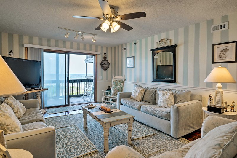 N. Topsail Beach Oceanfront Condo w/ Pool!, vacation rental in Sneads Ferry