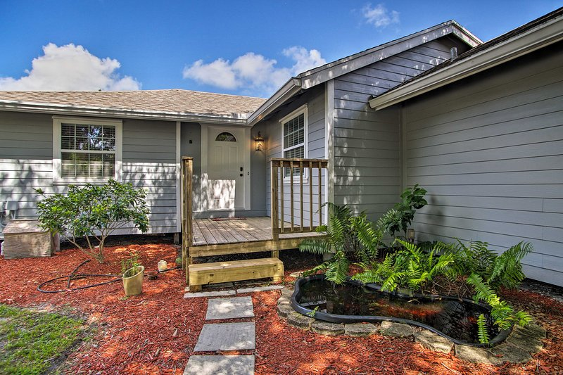 Stuart Home w/ Screened Porch ~9 Mi to Beach!, holiday rental in Port Salerno