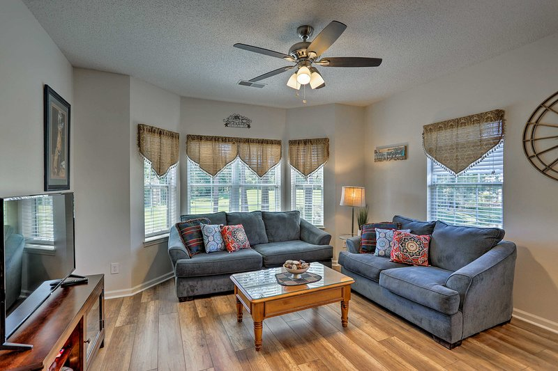 Myrtle Beach Condo on Legends Golf Course w/ Pool!, holiday rental in Conway