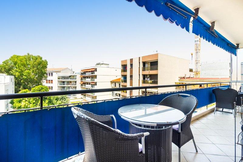 3 pièces 75 M2 terrasse ensoleillée centre Juan les Pins 350 m plages, location de vacances à Juan-les-Pins