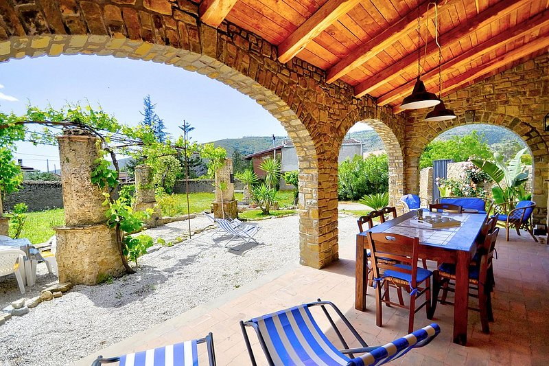 San Salvatore Telesino Holiday Home Sleeps 6 with Air Con - 5803053, vacation rental in Licosa