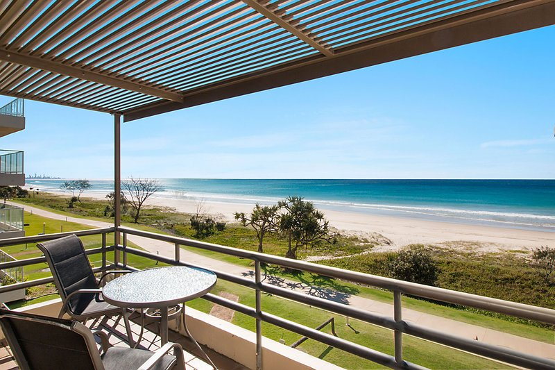 Tugun Sands 12 - Absolute Beachfront, vacation rental in Burleigh Waters