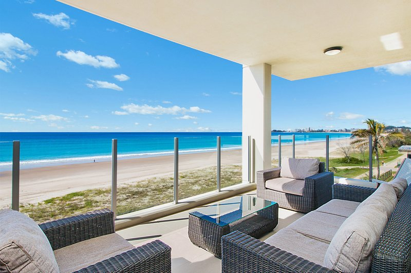 Azure 4 - Absolute Beachfront, holiday rental in Gold Coast
