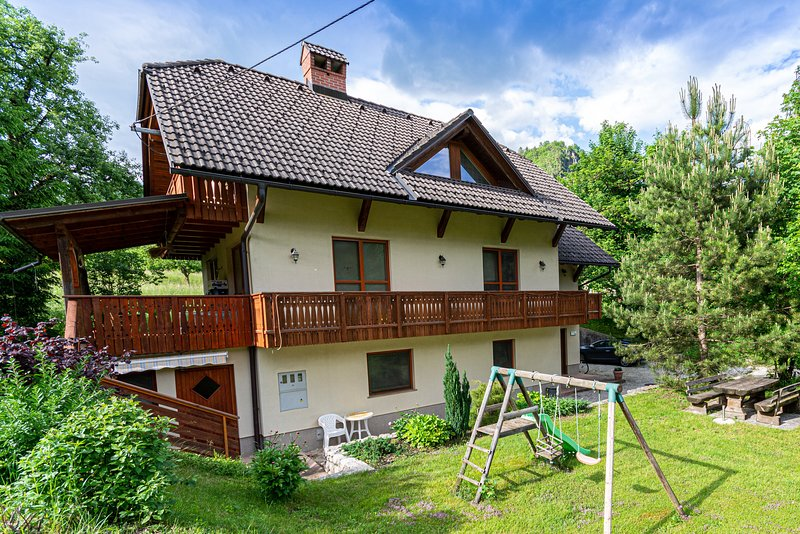 Quiet and Cosy Apartment with Terrace and Garden, holiday rental in Sv. Lenart