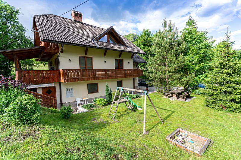 Quiet and Cosy Duplex Apartment with Balcony and Garden, holiday rental in Sv. Lenart