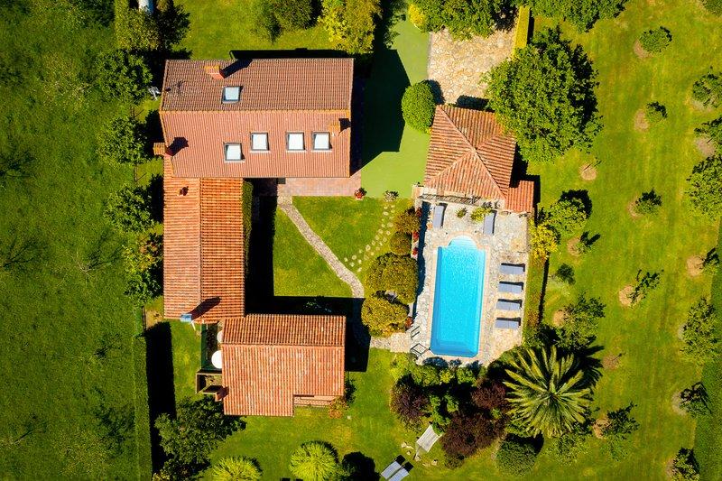 Villa con Piscina Calefactada en el Gobernador (Villaviciosa) - Con WIFI - 13p, holiday rental in Arguero