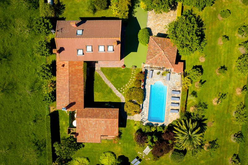 Villa con Piscina Calefactada en el Gobernador (Villaviciosa) - Con WIFI - 13p, holiday rental in Villaviciosa Municipality