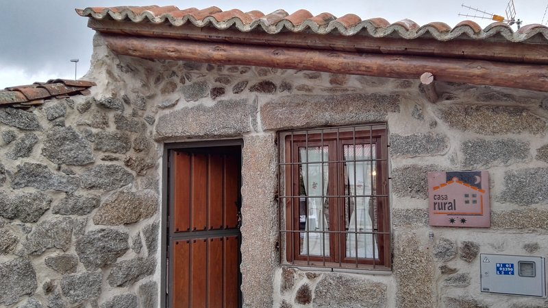 Nice house in Villar de Corneja, aluguéis de temporada em Hoyorredondo