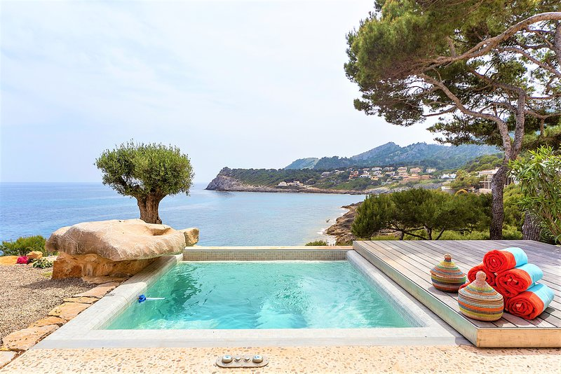 Mallorca front line property direct access to sea, holiday rental in Font de Sa Cala
