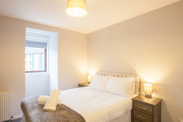 2 Bed Flat with Free Parking Near to Hydro & SEC, location de vacances à Glasgow