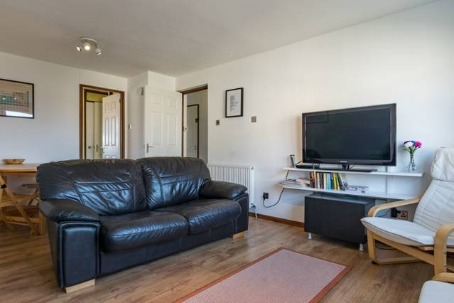 Spacious flat - Close to HYDRO & Clyde attractions with free parking, location de vacances à Glasgow