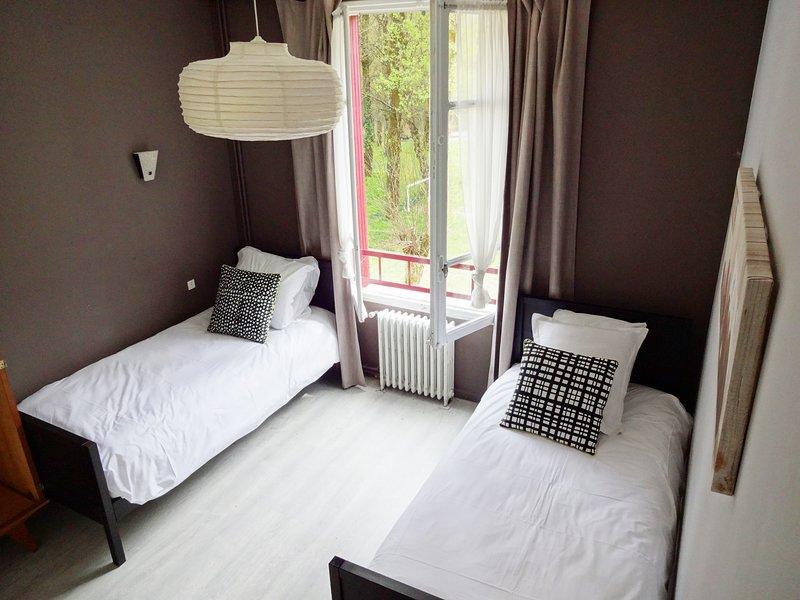 chambre d'hôte au bord du Lot à proximité de Conques, holiday rental in Senezergues