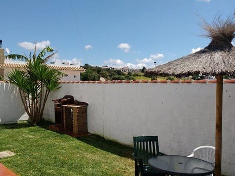 Casa con barbacoa cerca del pueblo B, vacation rental in Los Naveros
