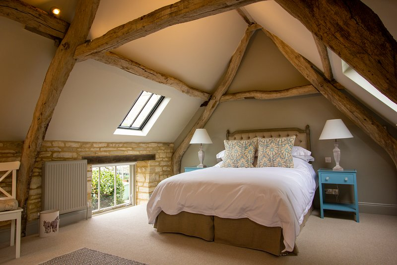 NEW! Luxury Barn, The Potting Shed, Cirencester, 1 bed, holiday rental in Cirencester